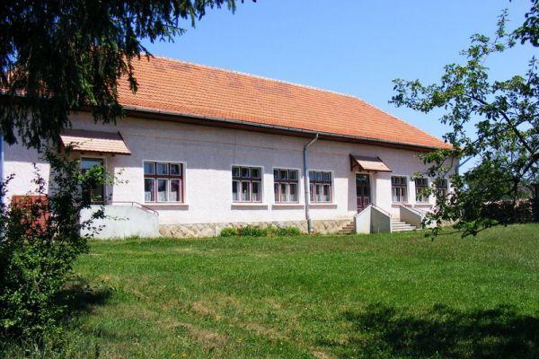 futasfalvi-iskola35A8D0B6-65BB-8208-41FC-D5B0C22EE893.jpg