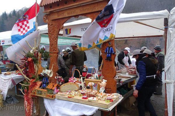 disznotoros-fesztival-2016-pomana-porcului-20908C2631-D572-7641-06AB-57A1CE66CEEF.jpg